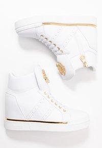Guess - FREETA - Sneakersy wysokie - white - 3