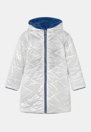 JUNIOR REVERSIBLE HOODED LONG - Winter coat - shiny pearl