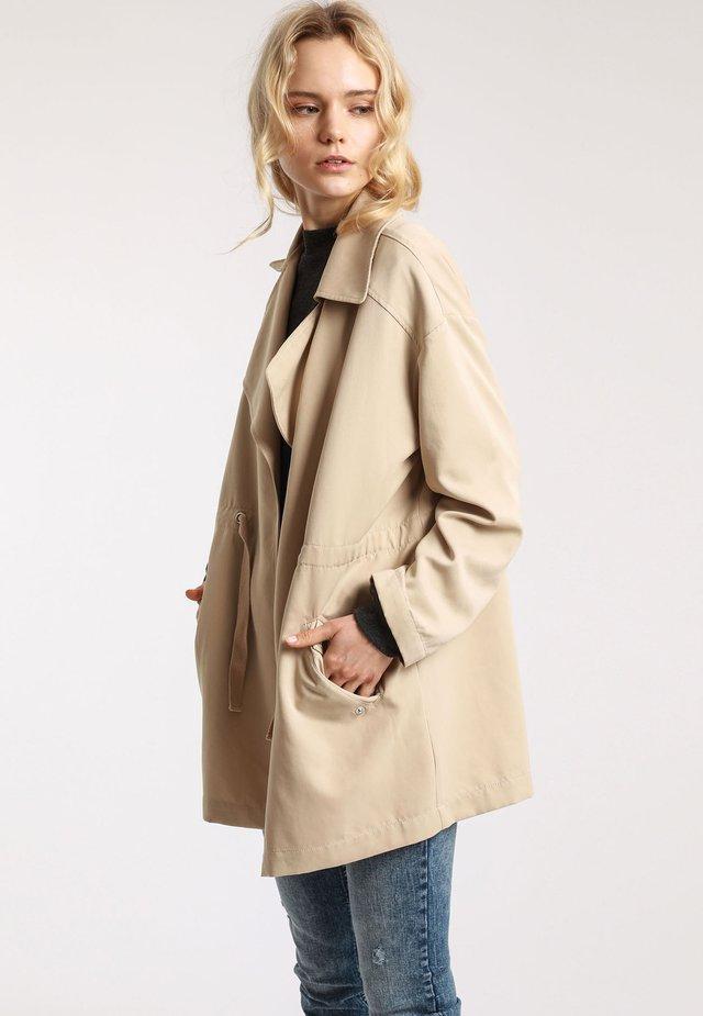 Krótki płaszcz - light beige