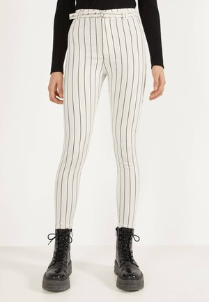 MIT HOHEM BUND UND GÜRTEL - Jeans Skinny Fit - white