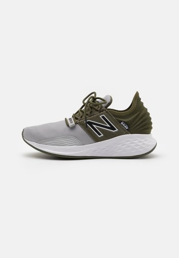 ROAV LACES UNISEX - Neutral running shoes - green