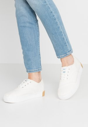 VEGAN CORDONES INDIO - Sneakers laag - white