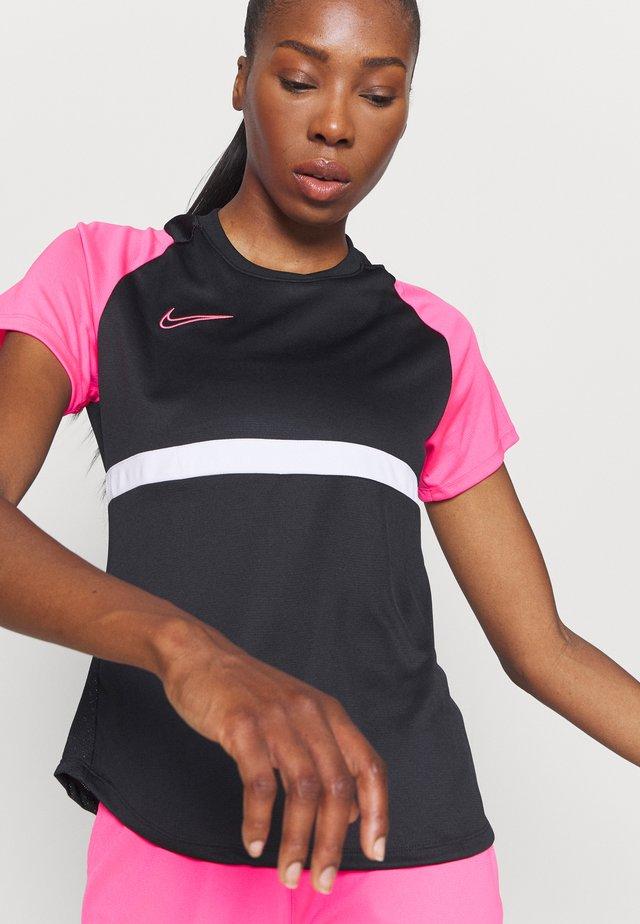 DRY - T-shirt con stampa - black/hyper pink/white