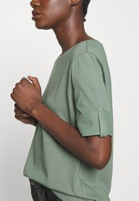 Esprit - TEXTURE - T-shirts med print - khaki green - 5