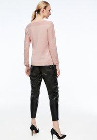 comma - MIT STRUKTURMUSTER - Sweatshirt - light pink - 2