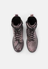 Steve Madden - JTORNADO - Šněrovací kotníkové boty - blush - 3