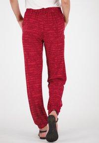 alife & kickin - ALICEAK - Trousers - cranberry - 2