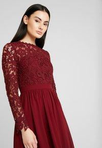 Chi Chi London - LYANA DRESS - Vestido de cóctel - burgundy - 4