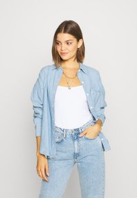 Levi's® - THE RELAXED - Button-down blouse - light blue denim - 3