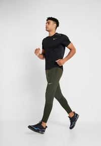 Nike Performance - ESSENTIAL PANT - Pantalones deportivos - sequoia/reflective silver - 1