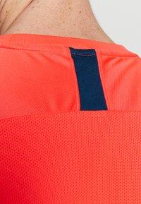 Nike Performance - DRY ACADEMY - Print T-shirt - laser crimson/valerian blue - 6