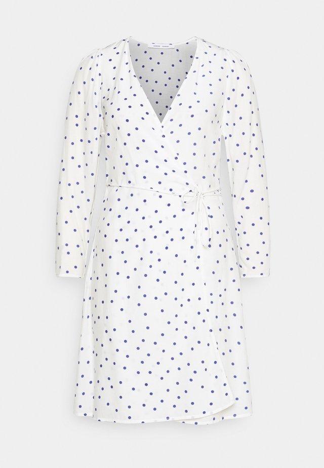 BRITT WRAP DRESS - Sukienka letnia - clematis