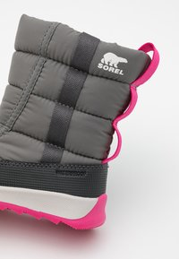 Sorel - YOUTH WHITNEY II PUFFY UNISEX - Winter boots - quarry - 5
