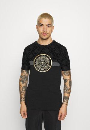 ARMAZ TEE - Print T-shirt - jet black
