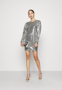 Gina Tricot - AUGUSTA SEQUINS DRESS EXCLUSIVE - Cocktail dress / Party dress - silver - 1