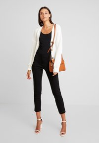 Missguided - BELTED BUCKLE BALLOON SLEEVE CARDIGAN - Chaqueta de punto - cream - 1