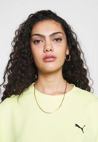 Puma - EVIDE FORM STRIPE CROP TEE - T-Shirt print - sunny lime - 5