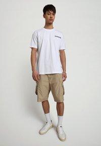 Napapijri - S-KEE - T-shirt z nadrukiem - bright white - 0