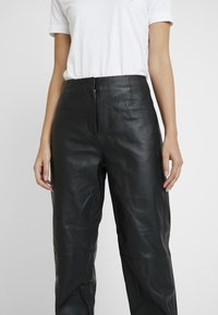 Selected Femme - SLFREJA PANT - Kožené kalhoty - black - 3