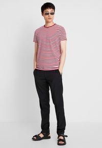 Tommy Hilfiger - T-shirt basic - rhubarb/bright white