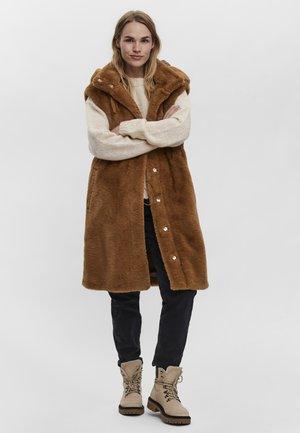 VMSUIERIKA - Waistcoat - tobacco brown