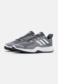 adidas Performance - FITBOUNCE VERSATILITY BOUNCE TRAINING SHOES - Kuntoilukengät - grey three/footwear white/core black - 1