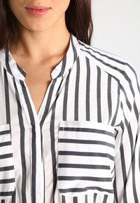 Vero Moda - ERIKA - Blouse - snow white/black - 3