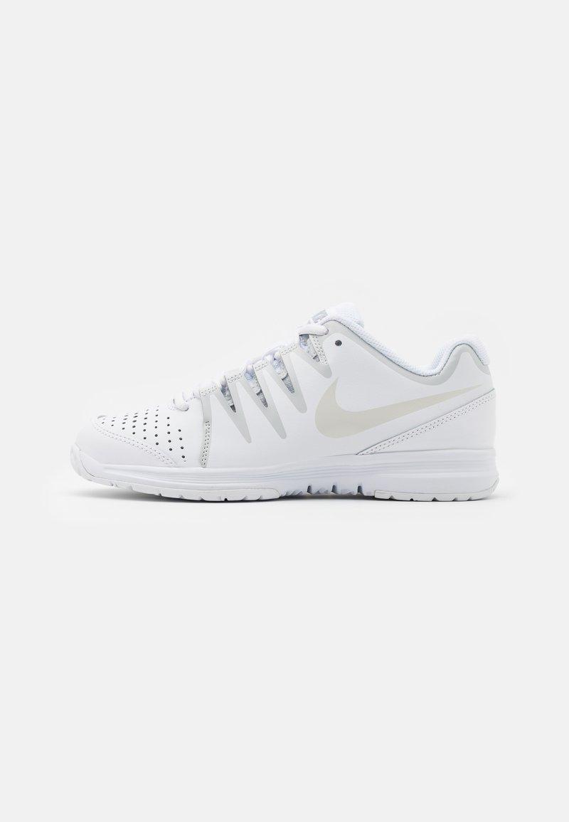 Nike Performance - WOMENS VAPOR COURT SHOE - Multicourt tennis shoes - white/light bone/pure platinum