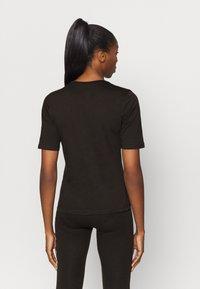Puma - MODERN BASICS TEE - Camiseta estampada - black - 2