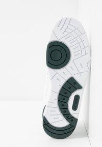 Lacoste - T-CLIP - Sneakersy niskie - white/dark green - 4