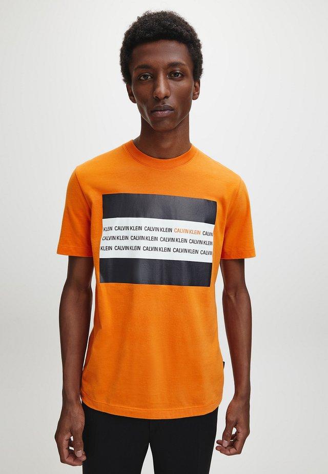 Print T-shirt - orange thunder