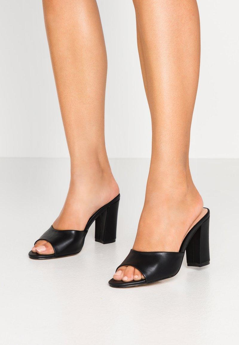 Madden Girl - BREEZE - Pantofle na podpatku - black paris