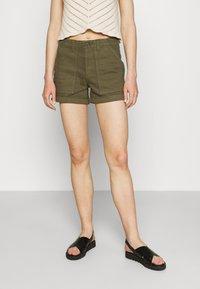 Vero Moda - Shorts - ivy green - 0