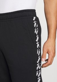 Puma - AMPLIFIED SHORTS - Pantaloncini sportivi - black - 4