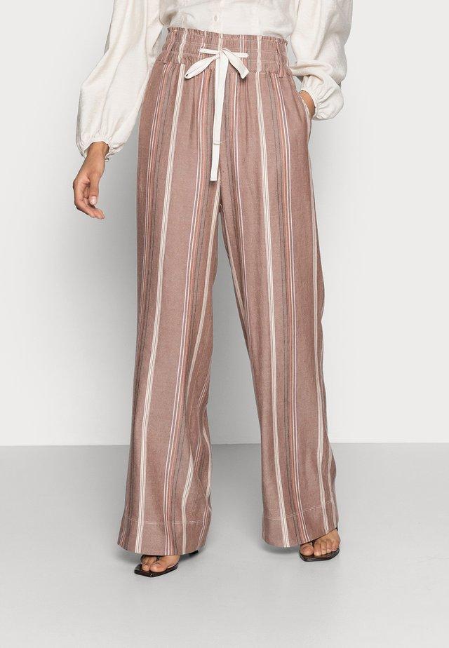 Pantaloni - art brown