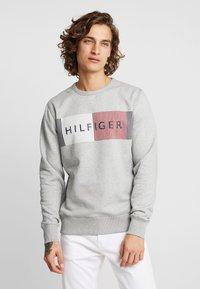 Tommy Hilfiger - LOGO  - Sudadera - grey - 0