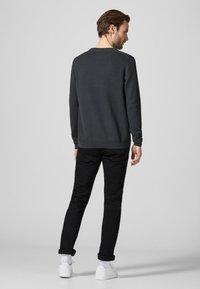 Produkt - PKTHNN  - Sweter - grey - 2