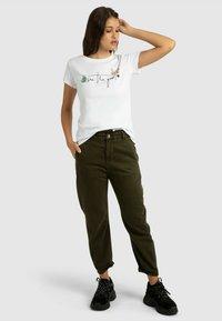 Apart - T-shirt imprimé - weiß - 1