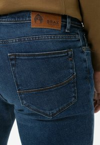 BRAX - STYLE CADIZ - Jeans a sigaretta - dark blue - 4