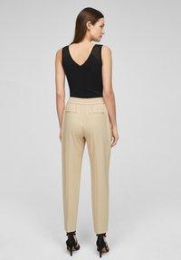 s.Oliver BLACK LABEL - Pantalon classique - beige - 2