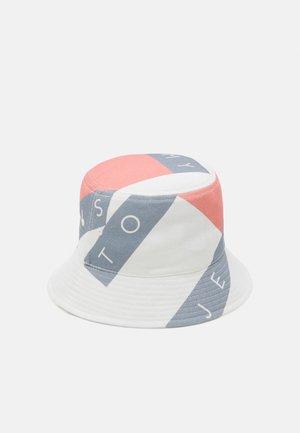 HERITAGE FLAG BUCKET - Hatt - white
