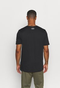 Under Armour - ROCK BRAHMA BULL - Print T-shirt - black/offwhite - 2