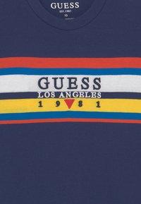 Guess - JUNIOR - Print T-shirt - deck blue - 2