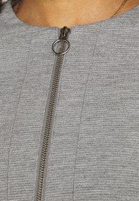 Vero Moda - VMEVERSIENNA SHORT JACKET - Blazer - light grey melange - 5