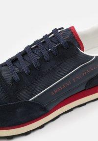 Armani Exchange - OSAKA  - Sneakers basse - navy/fire brick/offwhite - 5