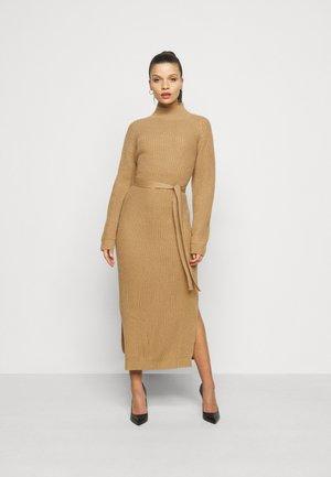 HIGH NECK BELTED DRESS - Tubino - tan