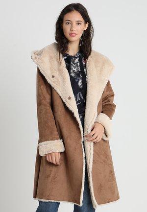 BAGUE VESTE - Manteau classique - caramel/taupe