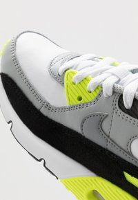 Nike Sportswear - AIR MAX 90 - Sneakersy niskie - white/particle grey/light smoke grey/volt - 2