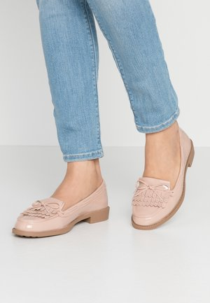 LETTY FRINGE LOAFER - Mocasines - nude