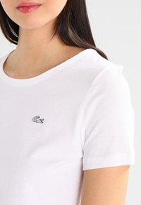 Lacoste - TF3080 - Basic T-shirt - white - 3